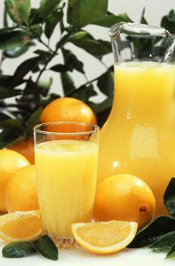 800px-Oranges_and_orange_juice